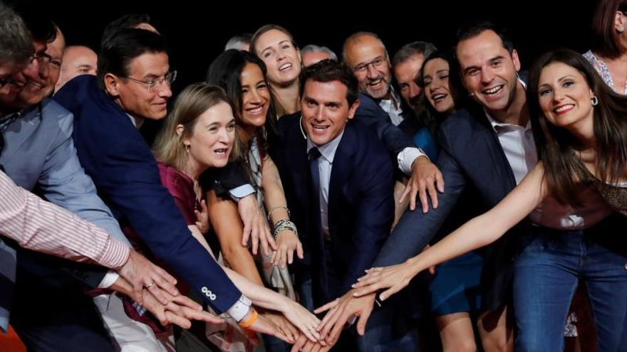 Albert Rivera logra un cierre de filas tras la crisis del partido