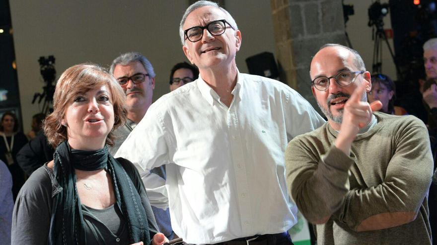 Amorós, Puig y Campuzano (DL) sonrien mientras Duran aparece en pantalla