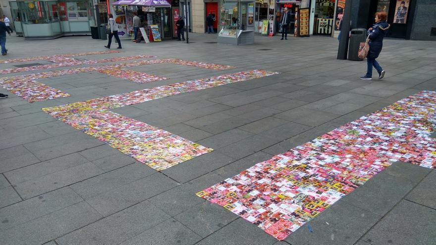 Mosaico realizado con flayers para denunciar la trata de mujeres