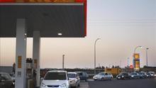 Economía prevé decisiones drásticas para que se traslade la bajada de los precios del crudo