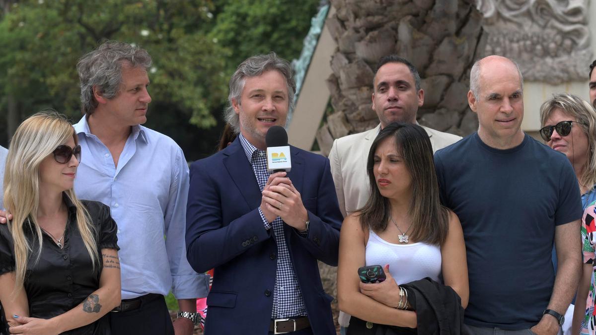 El exfuncionario, en una foto de archivo, con otros miembros de su espacio político. De Andreis no quiso responder la denuncia por el momento, dijo una colaboradora.
