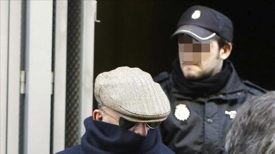 El acusado de torturas en el franquismo Billy el Niño a la salida de la Audiencia Nacional