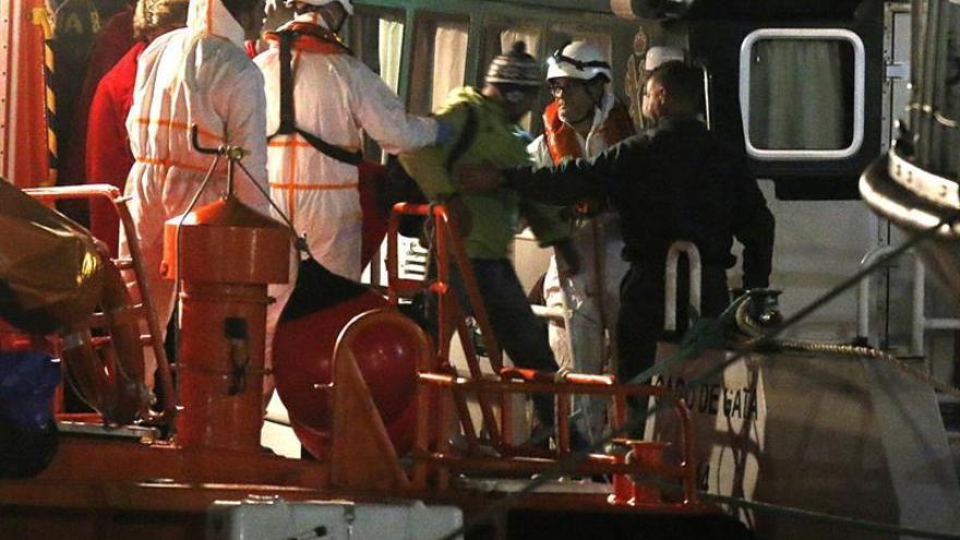 Llegan al puerto de Almería 31 inmigrantes rescatados al sur de Cabo de Gata