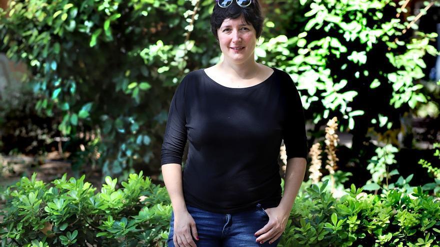 L'autora, que viu entre Alemanya i París, manté vincles forts amb València on recentment va presentar Les dones fortes. La narrativa valenciana sota el franquisme.