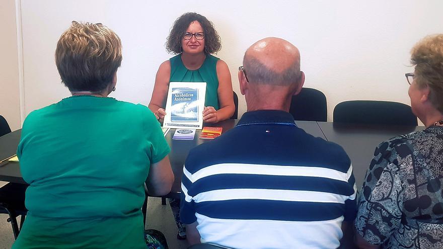 El Cabildo promueve la implantación de la asociación Alcohólicos Anónimos en la Palma