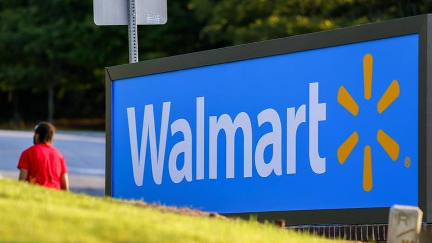 Los beneficios trimestrales de Walmart bajan casi un 30 %