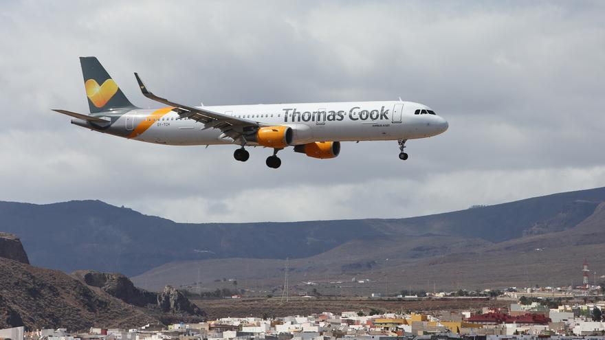 Avión de Thomas Cook saliendo del aeropuerto de Gran Canaria.