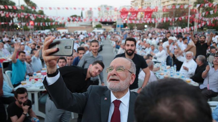 Temel Karamollaoglu durante un acto electoral en la ciudad de Adana el pasado 7 de junio.