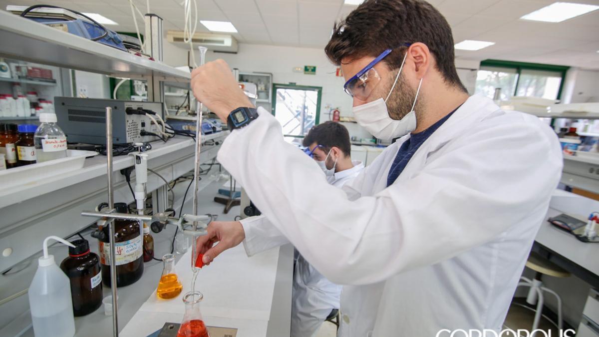 Investigadores de la UCO que analizan las aguas residuales en busca de Covid19.