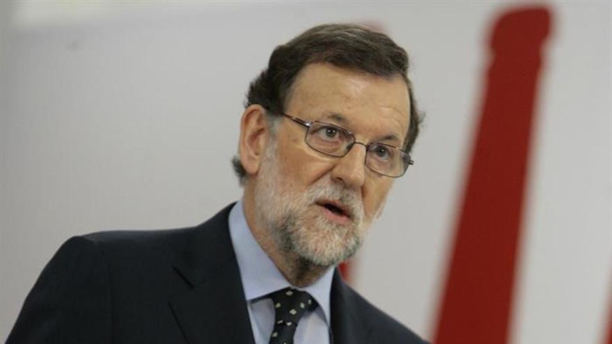 Rajoy pide sensatez para formar rápido Gobierno y evitar riesgos económicos