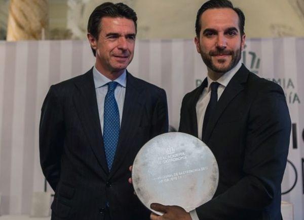 José Manuel Soria y Mario Sandoval con su Premio Nacionale de Gastronomía al Mejor Jefe de Cocina |  Fotografía:: Real Academia de la Gastronomía