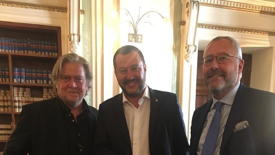 Steve Bannon, Matteo Salvini y Mischaël Modrikamen, el 7 de septiembre en Roma.