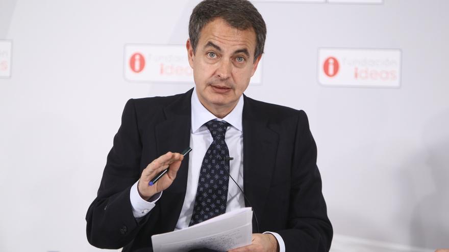 """Zapatero admite que debió haber visto antes la crisis y que """"a lo mejor"""" fue un error el desplante a la bandera de EEUU"""