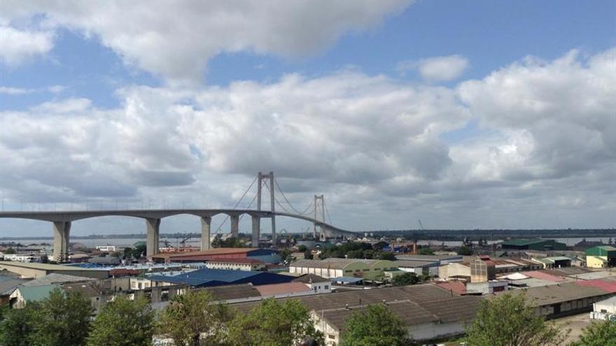 Mozambique inaugura el puente colgante más largo de África