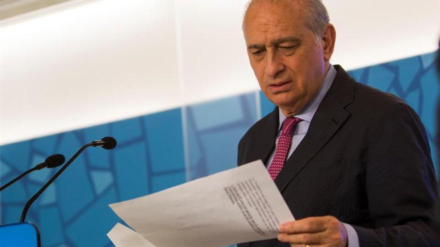 Fernández Díaz ve difícil que en España se cuelen yihadistas entre refugiados