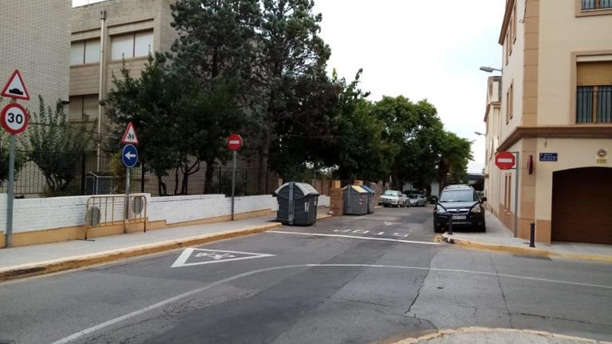 Carrer col·legi Clara Campoamor de Paterna.