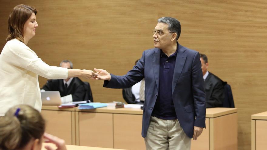 El que fuera viceconsejero de Industria del Gobierno de Canarias, Antonio Núñez Ordóñez, tras prestar declaración en la Audiencia de Las Palmas.
