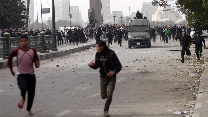 Se reanudan los choques entre manifestantes y fuerzas del orden en El Cairo