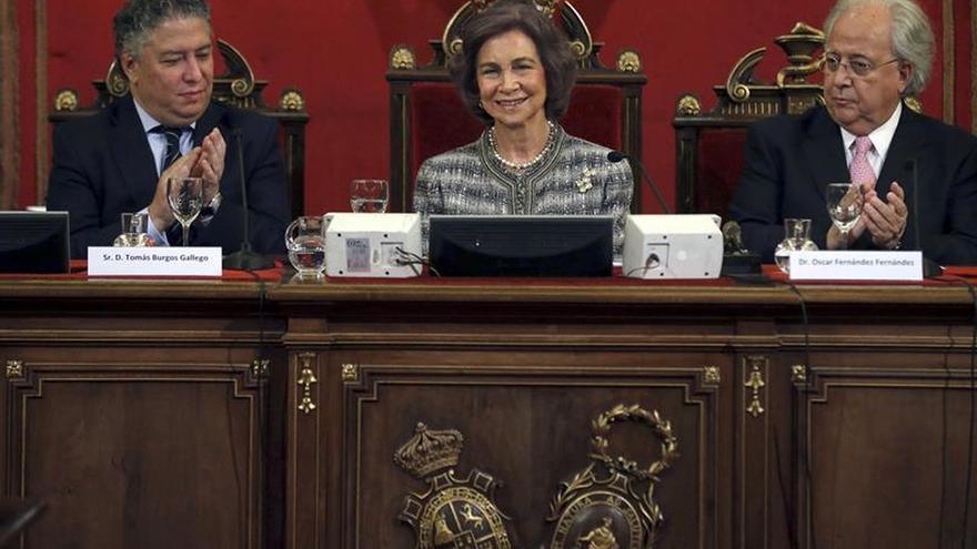 Doña Sofía, distinguida por los neurólogos por su compromiso con el alzhéimer