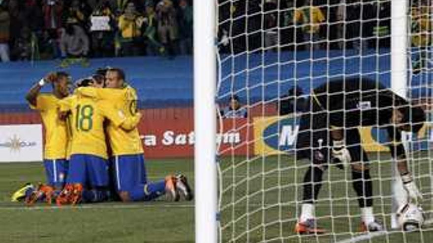 Brasil celebra uno de los goles.