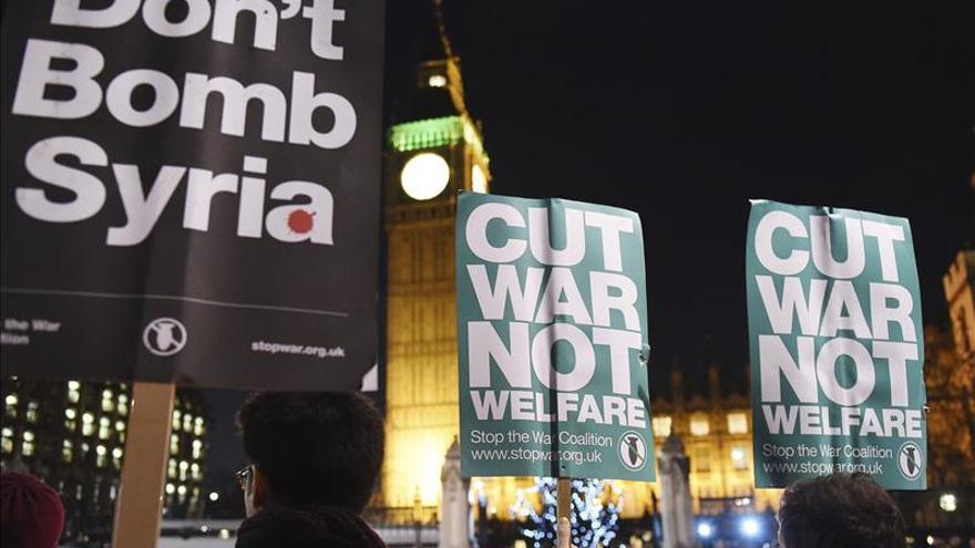 El Parlamento británico da luz verde a los bombardeos en Siria contra el EI
