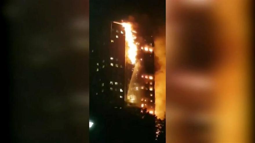 Varios muertos en el incendio de la torre residencial en Londres