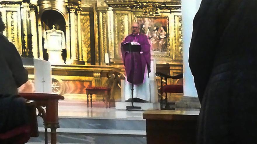 Momento de la misa de Valladolid por Franco y Primo de Rivera.
