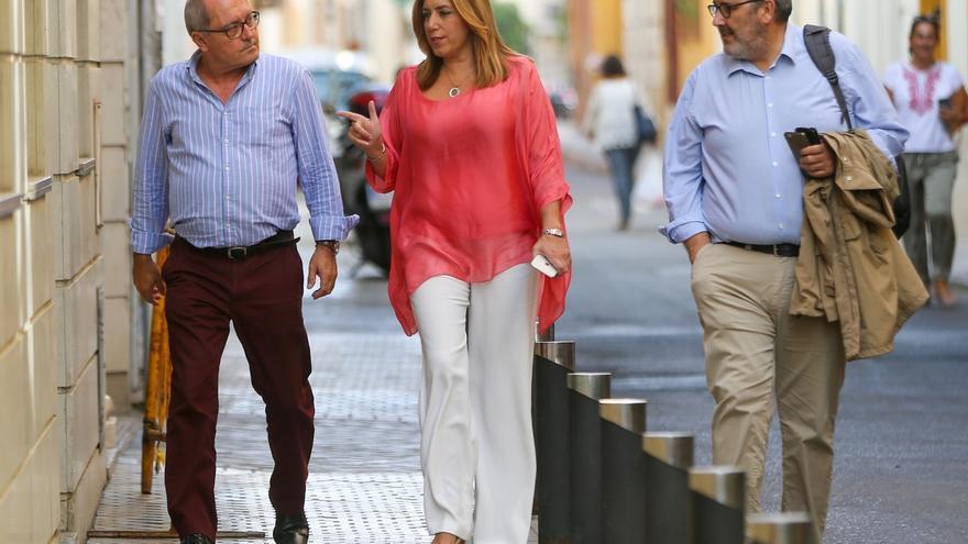 """Susana Díaz llama a apoyar a la gestora: """"Le toca dirigir al PSOE y a los demás, arrimar el hombro"""""""
