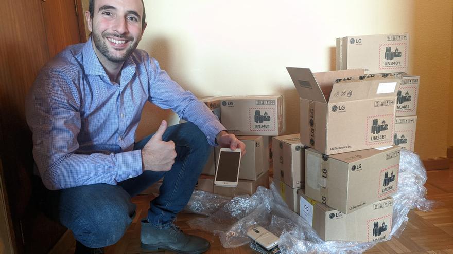Ignacio Ibáñez y el cargamento de móviles para repartir en hospitales