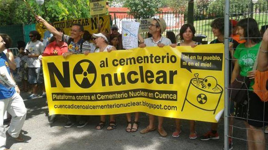 Protesta frente al Consejo de Seguridad Nuclear en contra del ATC