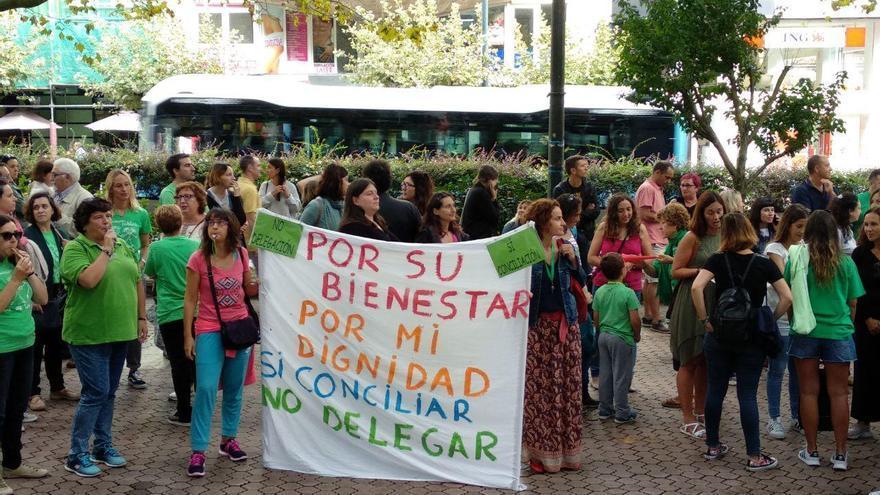 Manifestación de docentes de Cantabria.   R.A.