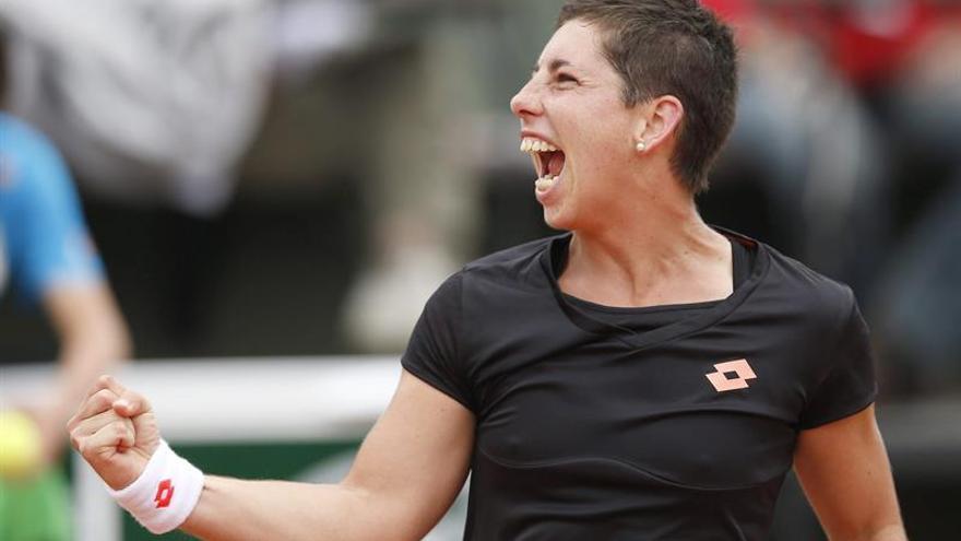 Carla Suárez celebra el pase a los cuartos de final de Roland Garros. EFE/EPA/ETIENNE LAURENT