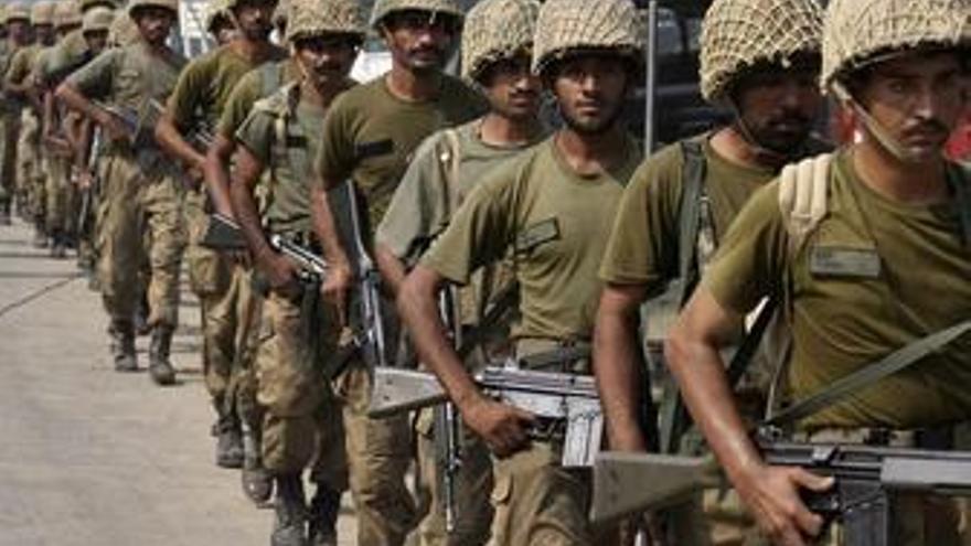 El Ejército paquistaní logra tomar un refugio talibán