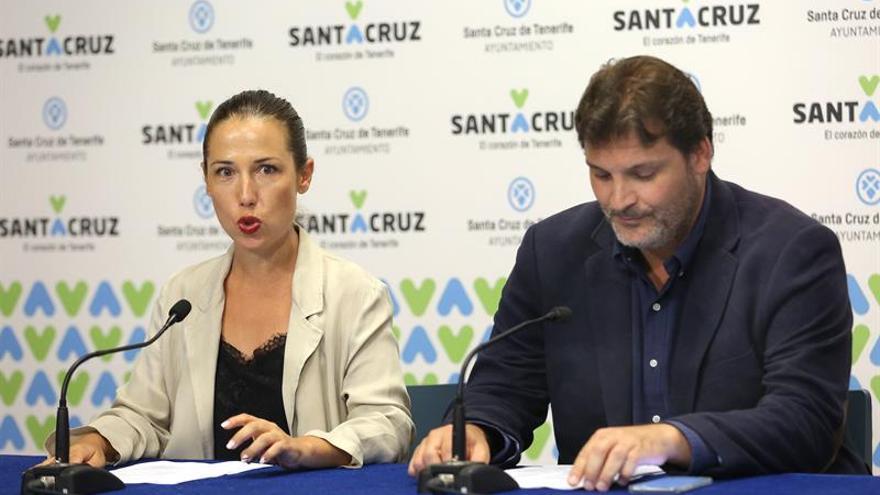 La alcaldesa de Santa Cruz de Tenerife, Patricia Hernández, acompañada del concejal de Bienestar Comunitario y Servicios Públicos, José Ángel Martín.