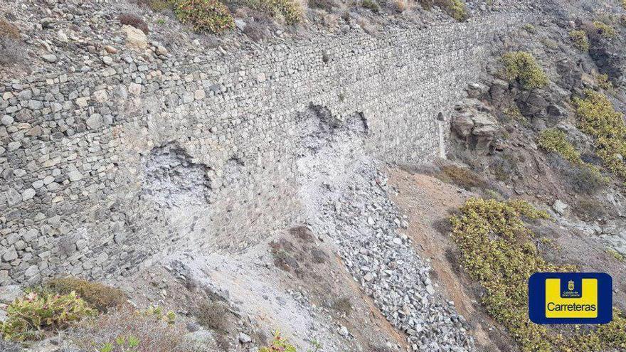 Roturas en el muro de contención bajo la GC-1