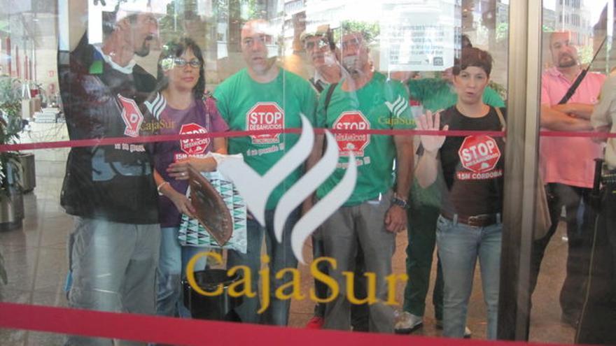 Protesta en Cajasur.