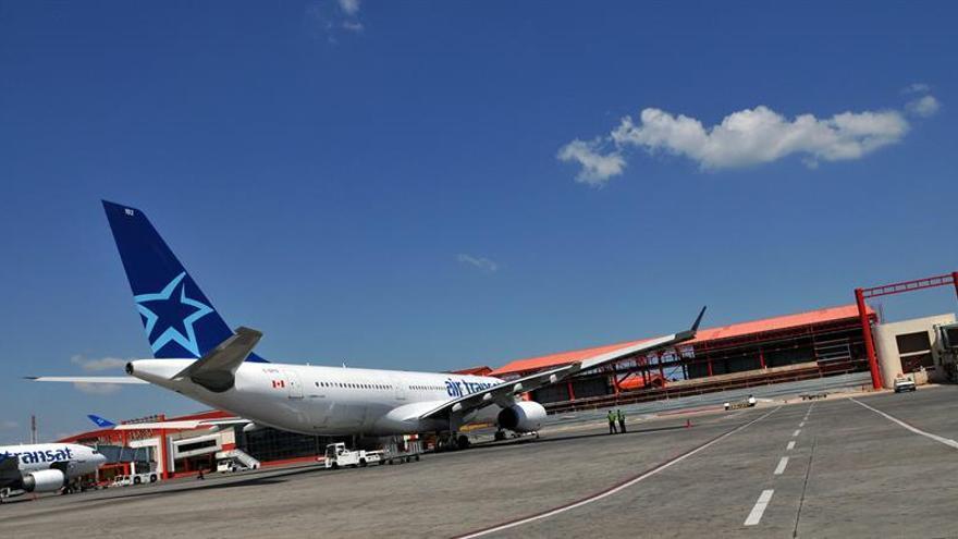 Dos pilotos arrestados por estar bajo los efectos del alcohol antes de un vuelo transatlántico