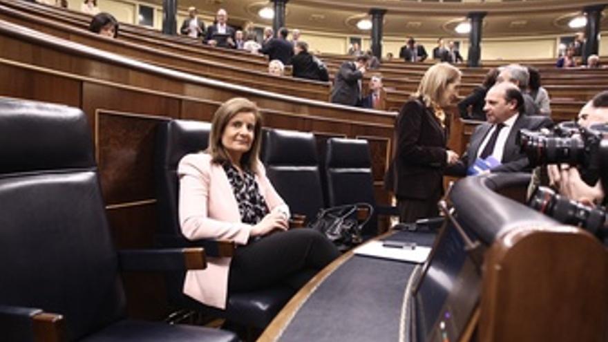 Báñez, Sentada En Su Escaño En El Congreso