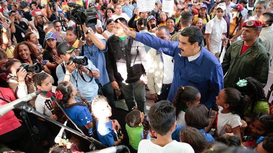 """Maduro dice que diálogo político es saboteado por """"acompañante"""" y por Obama"""