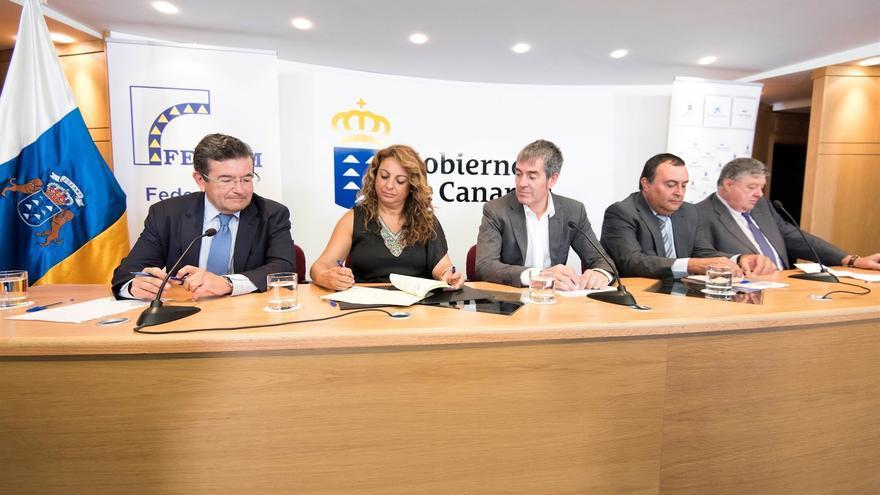 Representantes de las instituciones públicas y privadas firmantes del acuerdo