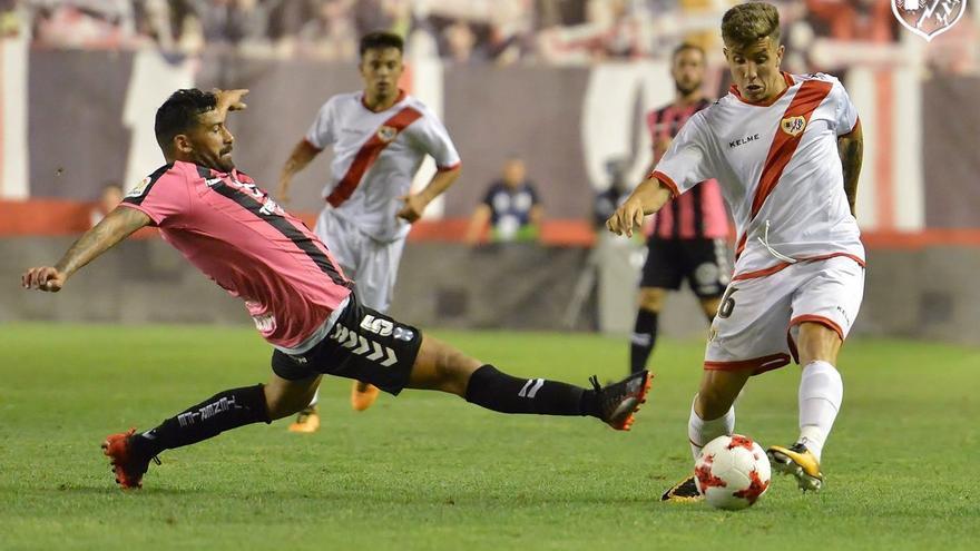 Partido de Copa del Rey entre el Rayo Vallecano y el CD Tenerife.