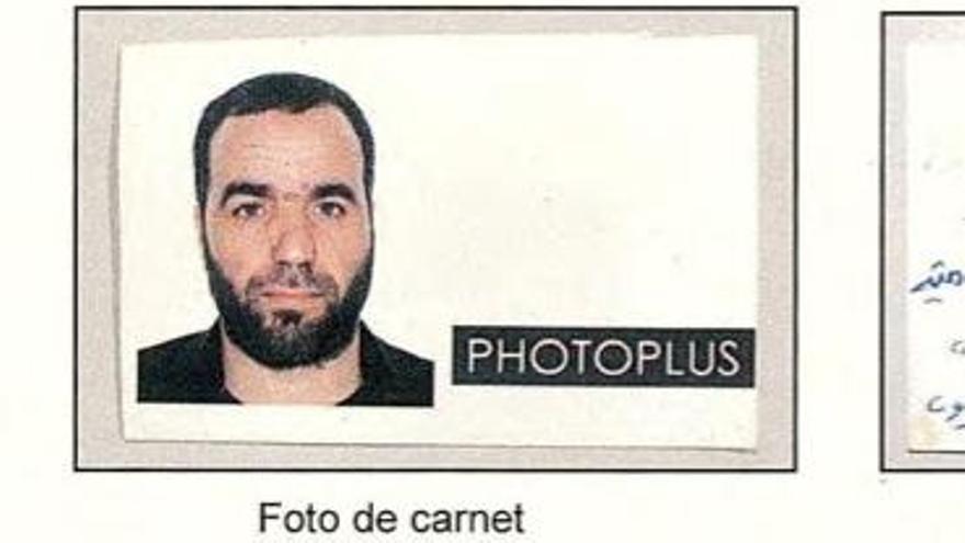 Foto de carné y reverso con anotaciones de Es Satty