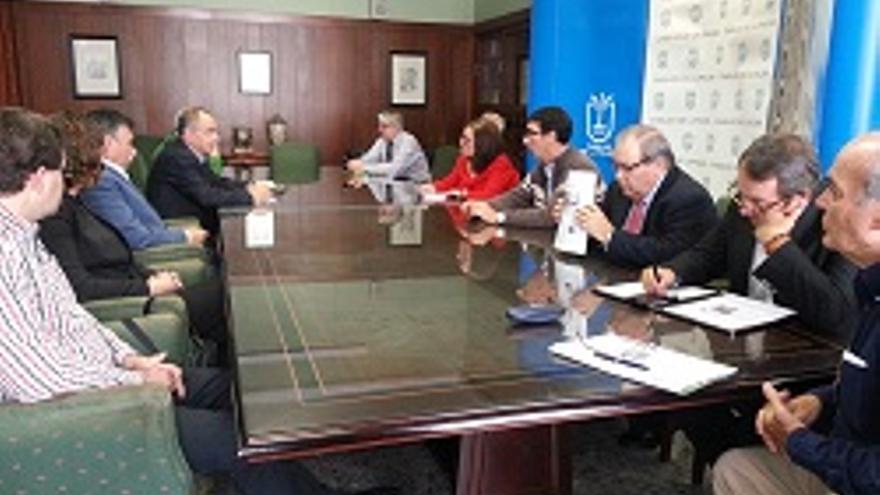 Reunión de la Mesa Insular del Transporte.