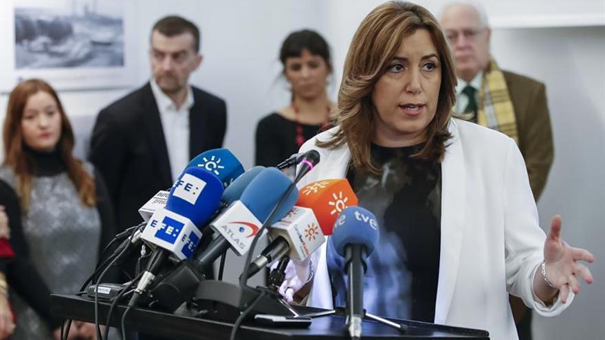 """Díaz critica declaraciones """"insensatas"""" de Montserrat sobre la subasta de fármacos"""