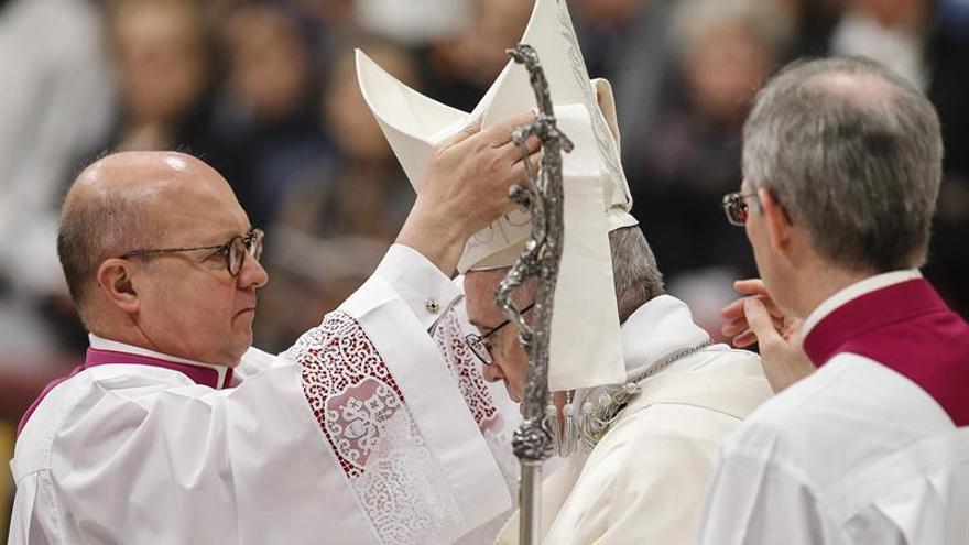 El papa apela en Año Nuevo a la protección de refugiados e inmigrantes