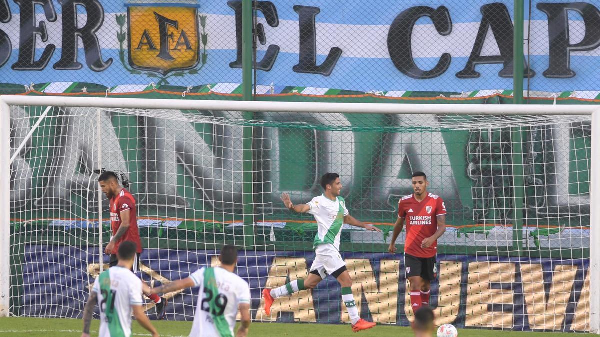 Banfleld venció a River 1 a 0, con gol de Juan Álvarez.