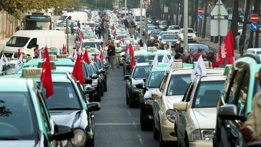 Taxistas de España y Portugal avanzan hacia una alianza europea contra Uber
