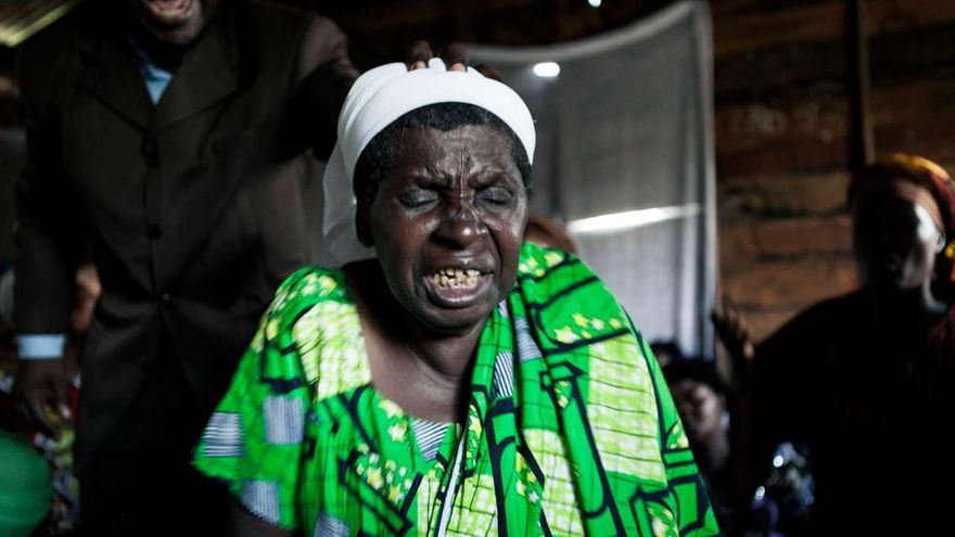 lwanda Binwa acude regularmente al Pastor Moise. Foto: Patrick Meinhardt