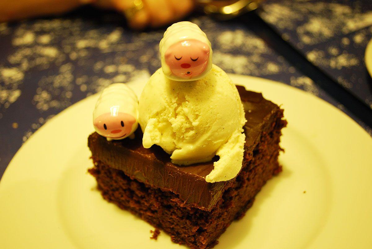 Brownie con helado de vainilla_Malasaña a mordiscos