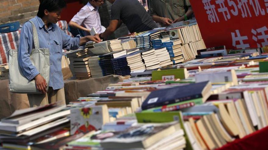 Autores y editoriales llevan la lengua española a la Feria del Libro de Pekín